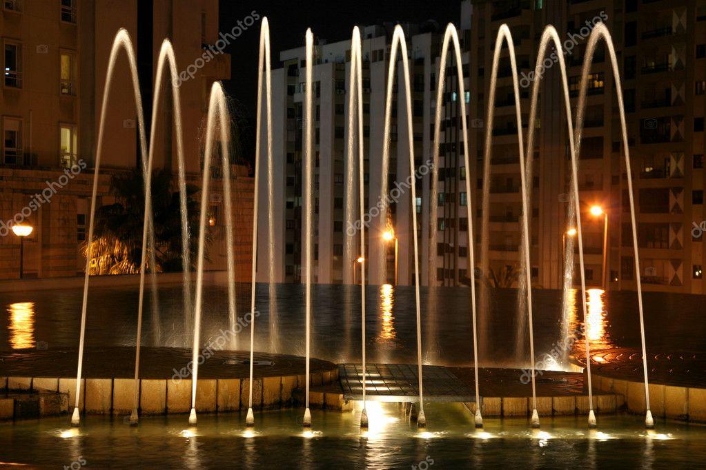 prachtige verlichte fontein nachts — Stockfoto © fnalphotos #12051119