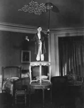 The magician prepares to entertain