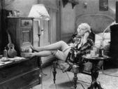 Fotografie mladá žena v ložnici