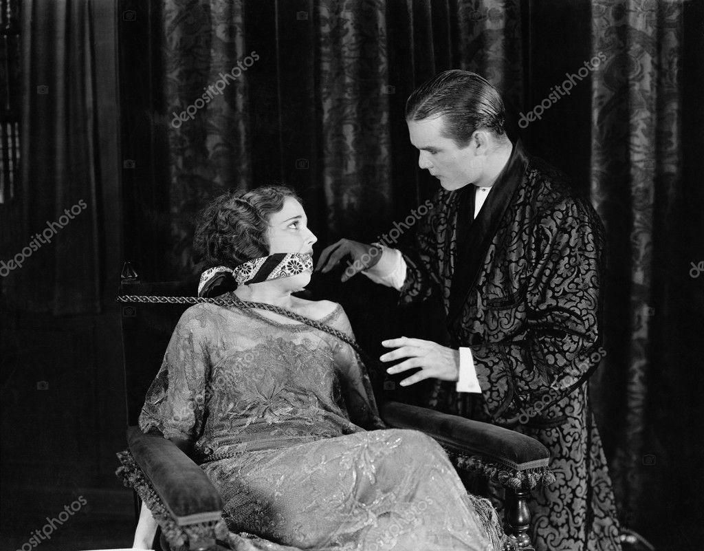 Femme Baillonnee homme avec femme ligotée et bâillonnée — photographie everett225