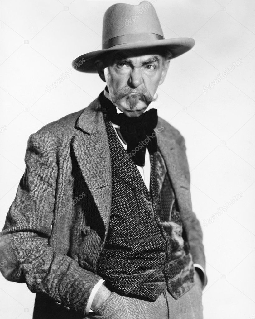 Hombre con un sombrero y chaleco buscando gruñón - retrospectiva sombreros  — Foto de everett225 — Foto de everett225 2f67bde8729