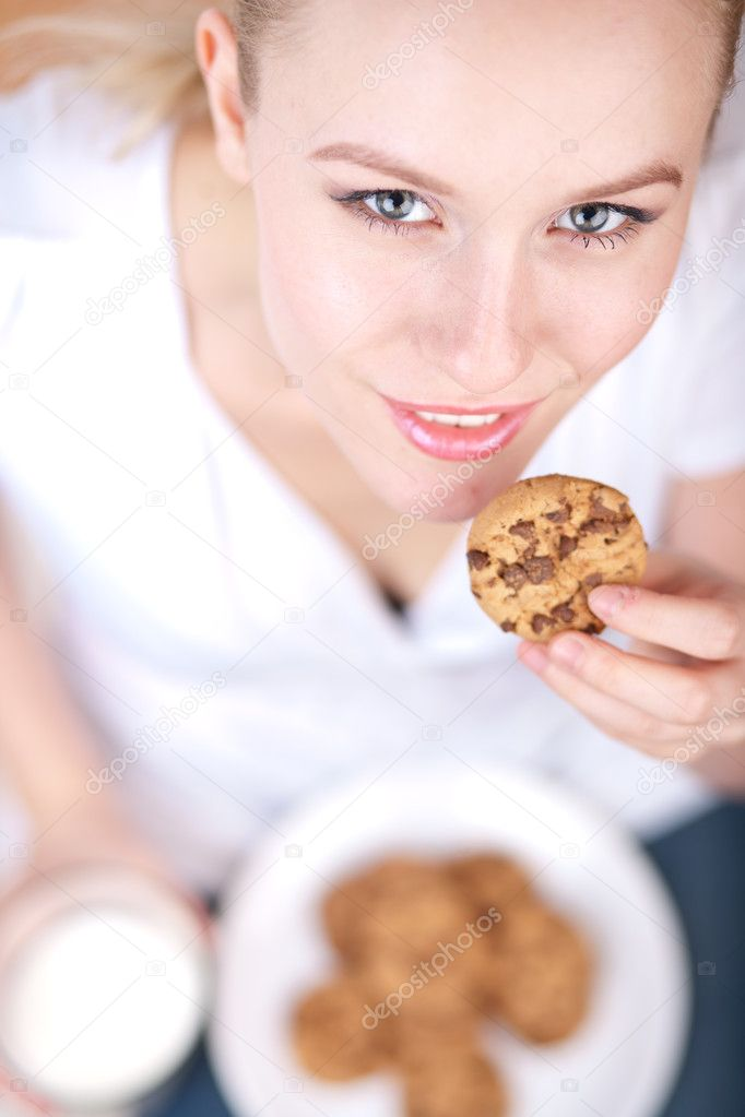 naked-women-with-milk-and-cookies