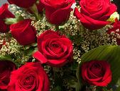 """Постер, картина, фотообои """"Заделывают из красных роз букет с розами"""""""