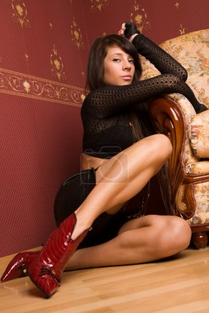 Photo pour Belles femmes dans la chambre d'hôtel de luxe . - image libre de droit
