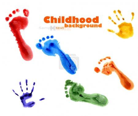 Photo pour Fond de pieds colorés et empreintes de mains isolées sur fond blanc - image libre de droit