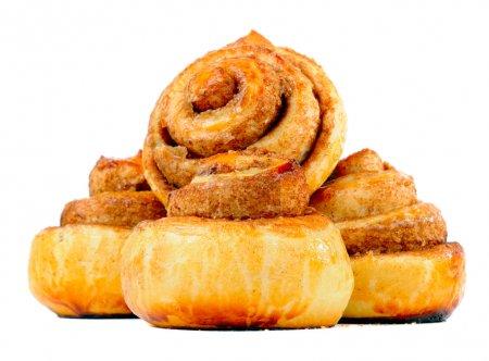 Photo pour Petits pains à la cannelle doux isolés sur un fond blanc - image libre de droit