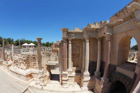 columnas de piedra en el anfiteatro romano