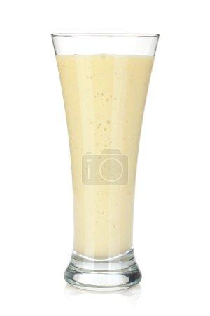 Foto de Batido de leche de plátano. aislado sobre fondo blanco - Imagen libre de derechos