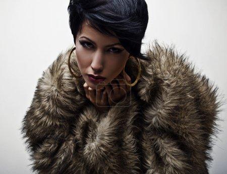 Photo pour Femme à la mode élégante en fourrure. photo de mode. - image libre de droit
