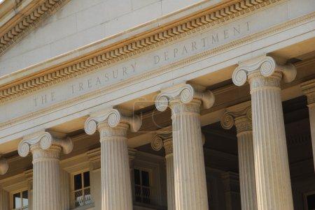 Photo pour Le bâtiment du Trésor est un point de repère célèbre à Washington DC - image libre de droit