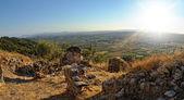 Pohled shora ze starého hradu na horách. Alcala de xivert
