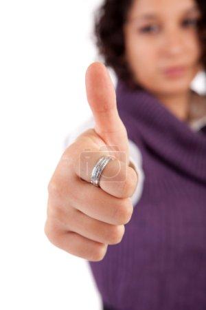 Photo pour Femme d'affaires montrant pouce vers le haut - accent sélectif sur la main - image libre de droit