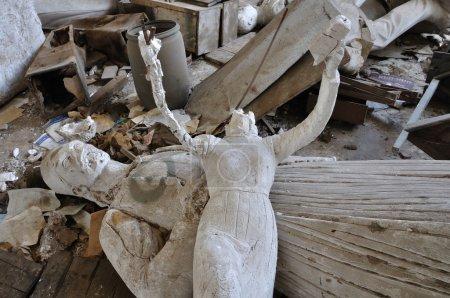 Безголовые античные скульптуры богини