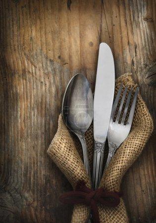 Photo pour Argenterie vintage sur fond bois rustique - image libre de droit