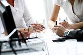 Podrobnosti o pracovní proces na obchodní jednání