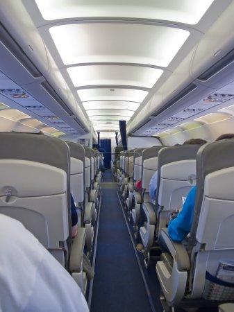 Photo pour Cabine de l'avion après le décollage - image libre de droit