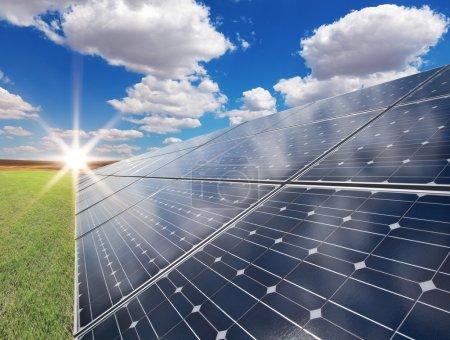 Foto de Central eléctrica que utiliza energía solar renovable - Imagen libre de derechos