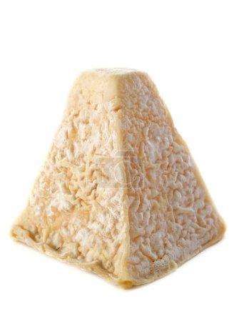 Photo pour Fromage de chèvre Pouligny Saint Pierre devant fond blanc - image libre de droit