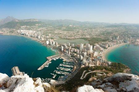 Photo pour Vue aérienne de l'une des stations balnéaires les plus populaires d'Espagne - image libre de droit