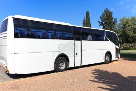 Photo pour Tour blanc blanc en bus - image libre de droit