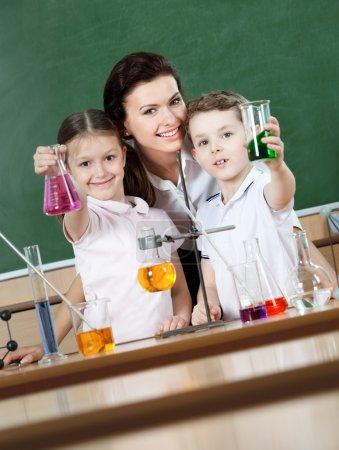 Little pupils learn chemistry
