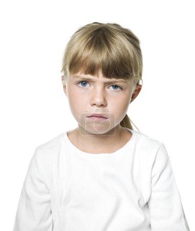 Photo pour Portrait d'une fille triste sur fond blanc - image libre de droit