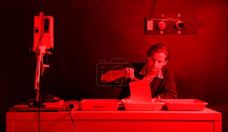 Darkroom laborant