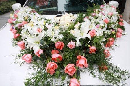 Photo pour La voiture de mariée blanche - image libre de droit