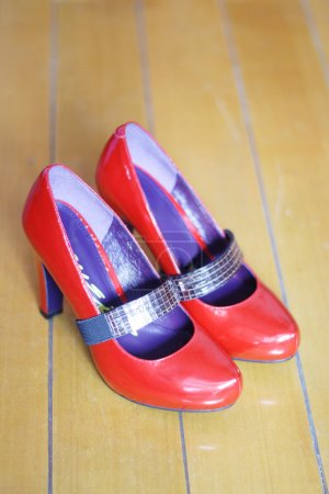 Red womanish shoes