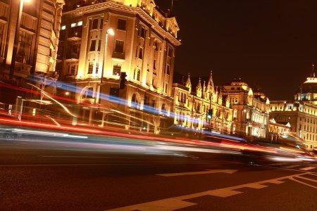 Photo pour Plan nocturne des bâtiments et des routes de luxe de la ville - image libre de droit