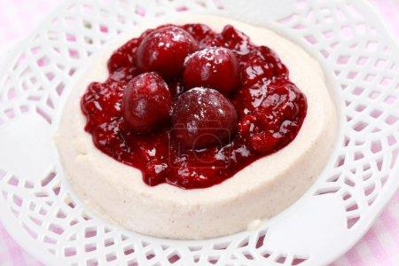 Semolina pudding with homemade jelly