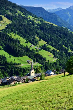 Hautekuce pueblo en los Alpes