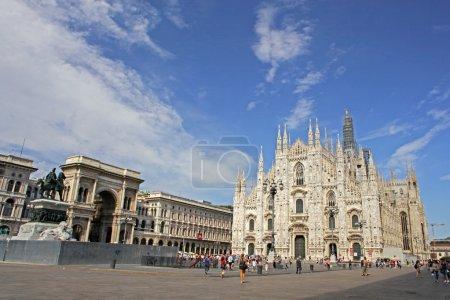 Photo pour Façade de la cathédrale de milan (duomo), Lombardie, Italie - image libre de droit