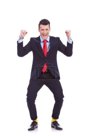 Photo pour Drôle à la recherche d'homme d'affaires en costume et jaune chaussettes, remportant sur fond blanc - image libre de droit