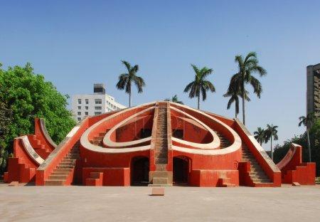 Photo pour Jantar mantar est un Observatoire consistant en maçonnerie construit des instruments astronomiques. C'est l'un des instruments. construit vers 1724, c'est une attraction touristique à new delhi, Inde - image libre de droit