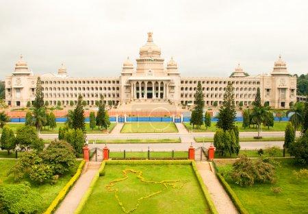 Photo pour Le majestueux vidhana soudha, la législature de l'état de construction à bangalore, Inde - image libre de droit