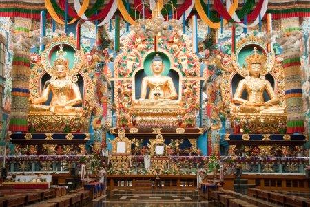 Photo pour Temple bouddhiste à kushalnagar en Inde du Sud - image libre de droit