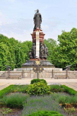 Photo pour Krasnodar, monument à l'impératrice Catherine II sur la place de la Cathédrale. Construit en 1907, restauré en 2006 . - image libre de droit