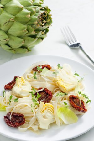 Pasta with dried tomatoes and artichokes