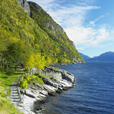 Foto de Paisaje por el fiordo de haldanger, Noruega - Imagen libre de derechos