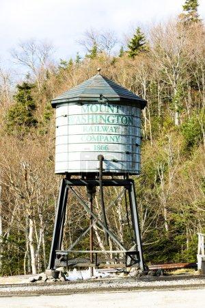 Photo pour Réservoir d'eau, Mount Washington Cog Railway, Bretton Woods, New Hampshire, États-Unis - image libre de droit