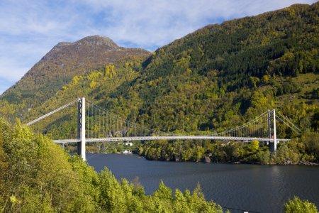 Photo pour Pont de haldanger fjord, Norvège - image libre de droit