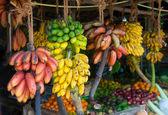 Mnohé tropické ovoce v venkovní trh