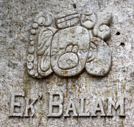 Photo pour Le panneau d'entrée pour les ruines mayas d'Ek 'Balam. Il est situé dans la péninsule du Yucatan, au Mexique . - image libre de droit