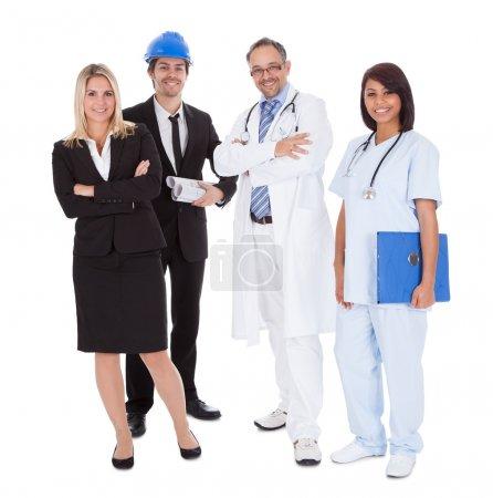 Photo pour Portrait de heureux de différentes professions ensemble sur fond blanc - image libre de droit