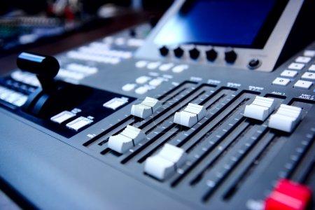 Photo pour Commandes de console de mixage audio - image libre de droit