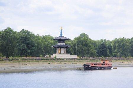 Chelsea peace pagoda river thames