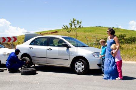 Photo pour Assistance routière - image libre de droit