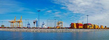 Photo pour Panorama a tourné le port en Finlande. Port d'Helsinki . - image libre de droit