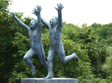 Photo pour Sculptures pour enfants heureux à Vigelandsparken, Oslo, Norvège - image libre de droit